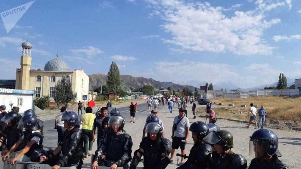 Kyrgyzstan: scontri tra la polizia ed i sostenitori dell'ex presidente Atambayev nel villaggio di Koy-Tash