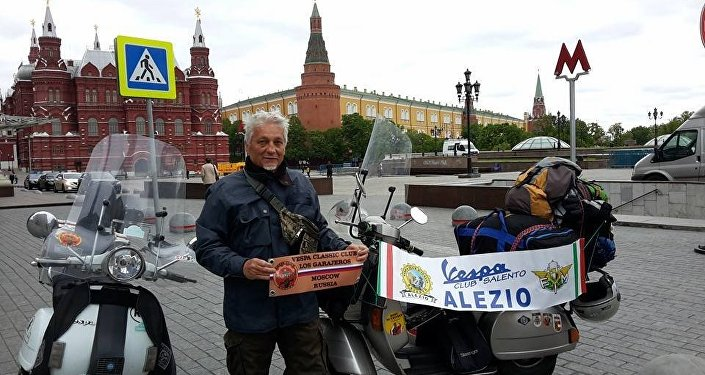 Stefano Medvedich all'arrivo a Mosca sulla Piazza del Maneggio