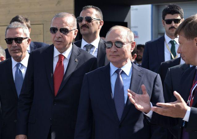 Il presidente russo Vladimir Putin e il presidente turco Recep Erdogan al MAKS 2019