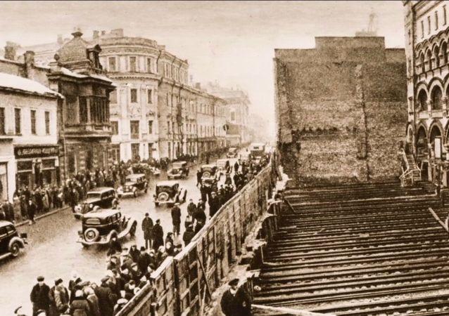 Come spostavano gli edifici a Mosca