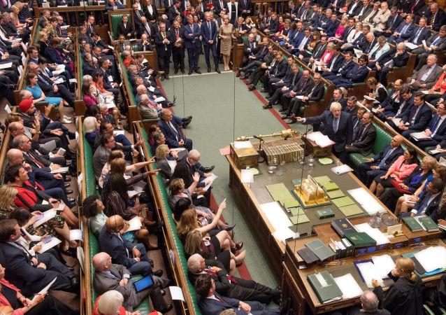 Il premier britannico Boris Johnson parla alla Camera dei comuni dei Regno Unito