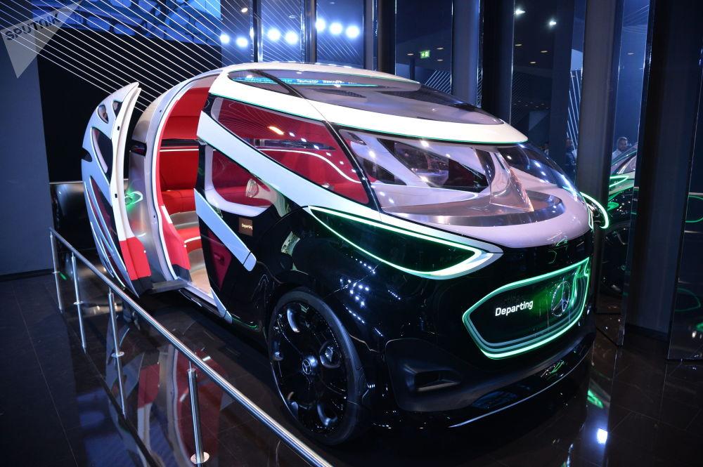 Mercedes-Benz Vision Urbanetic è già uno sguardo al futuro. Secondo l'azienda di Stoccarda, a breve le auto saranno come questa.