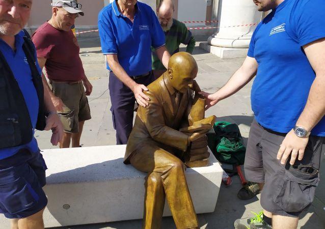 Statua Gabriele D'Annunzio a Trieste