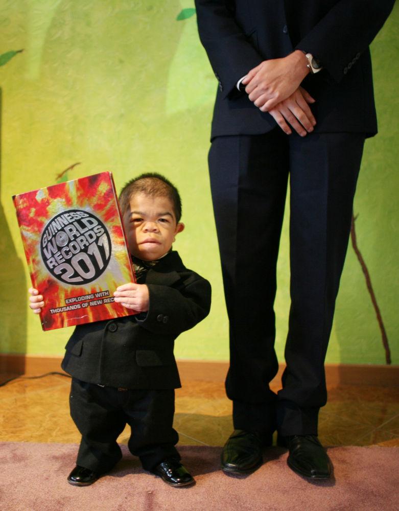 Il colombiano Edward Niño Hernández, nel 2010 riconosciuto come il più piccolo uomo al mondo.