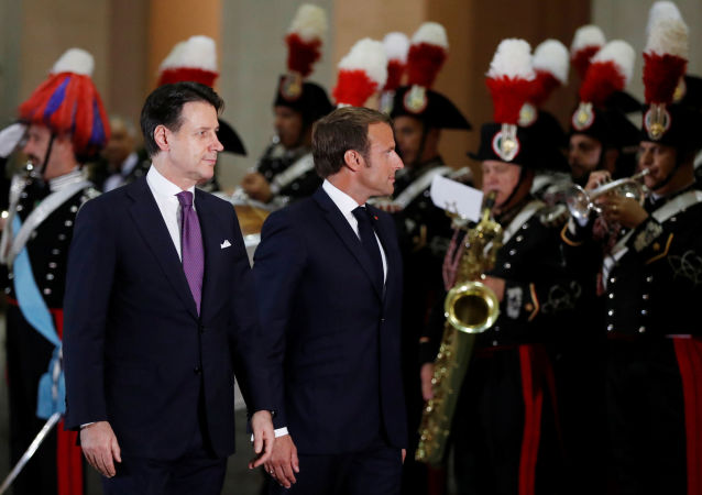 Emmanuel Macron e Giuseppe Conte
