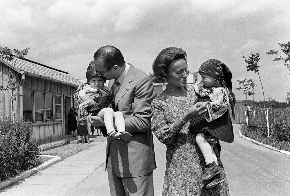 Il premier della Francia Jacques Chirac con moglie e figli nel 1975.