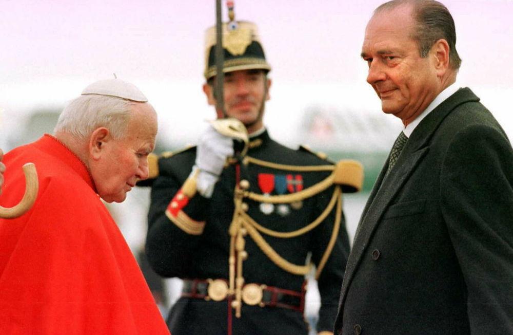 Il presidente Chirac incontra Papa Giovanni Paolo II nel 1996.