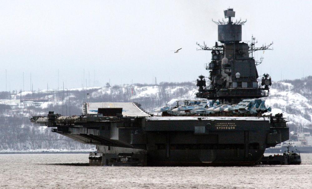L'incrociatore portaerei pesante Admiral Flota Sovetskogo Sojuza Kuznecov.