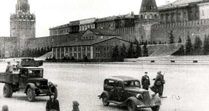 Il mausoleo di Lenin camuffato