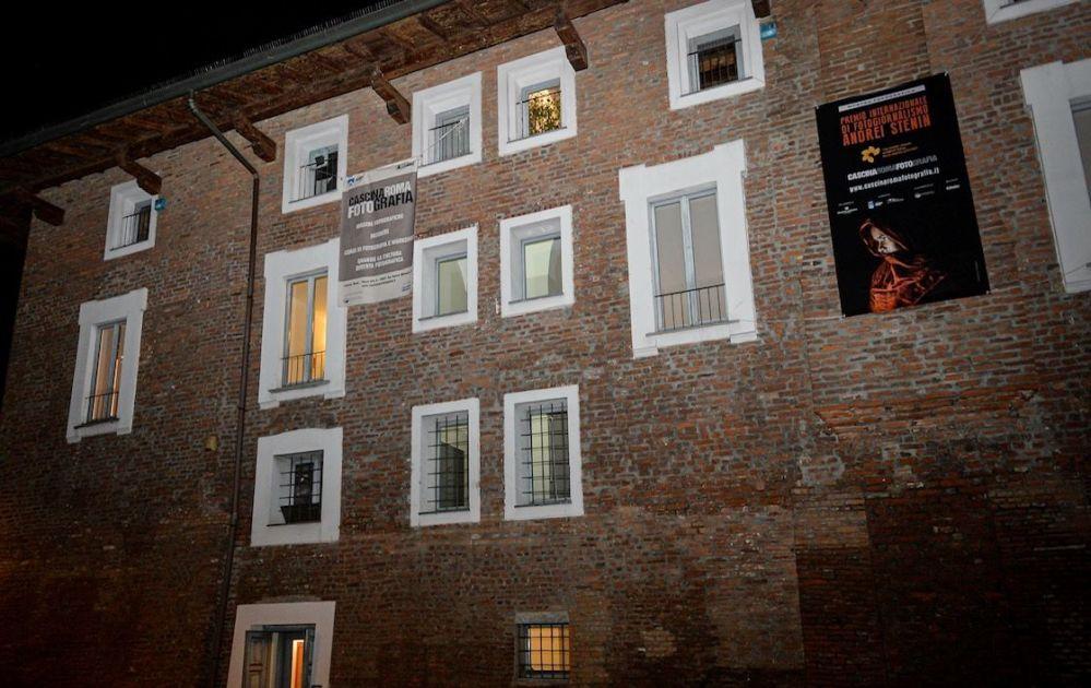 L'inaugurazione della mostra dedicata ai vincitori del concorso Stenin a Cascina Roma, San Donato Milanese