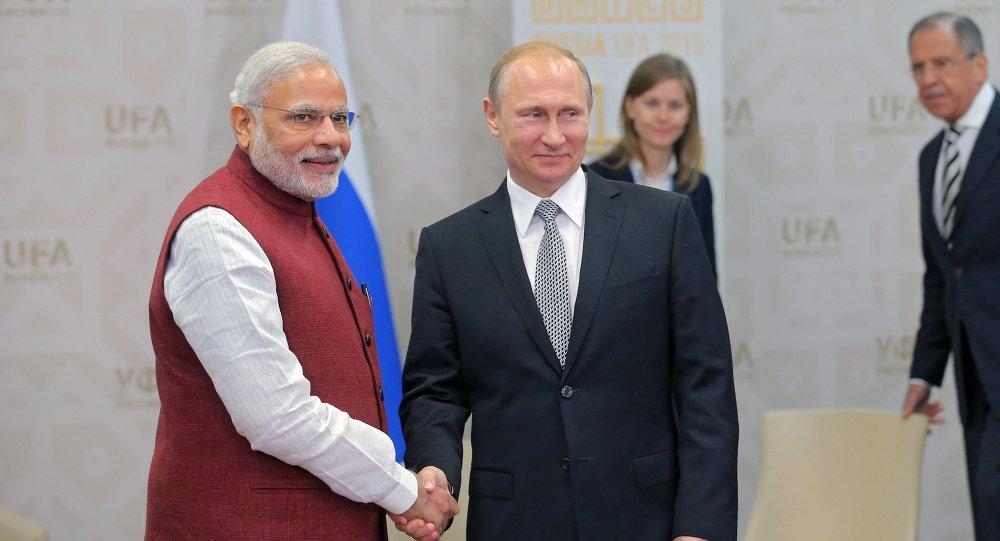 Il presidente russo Vladimir Putin e il primo ministro indiano Narendra Modi durante il loro incontro a Ufa