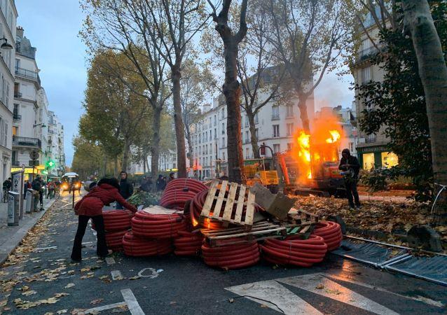 Proteste dei gilet gialli a Parigi