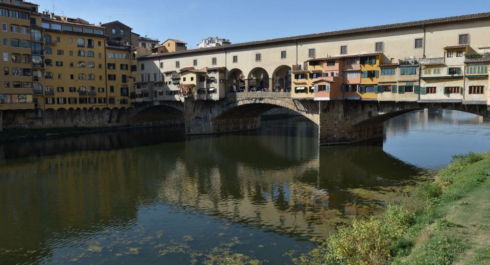 Arno sicuro Ponte Vecchio