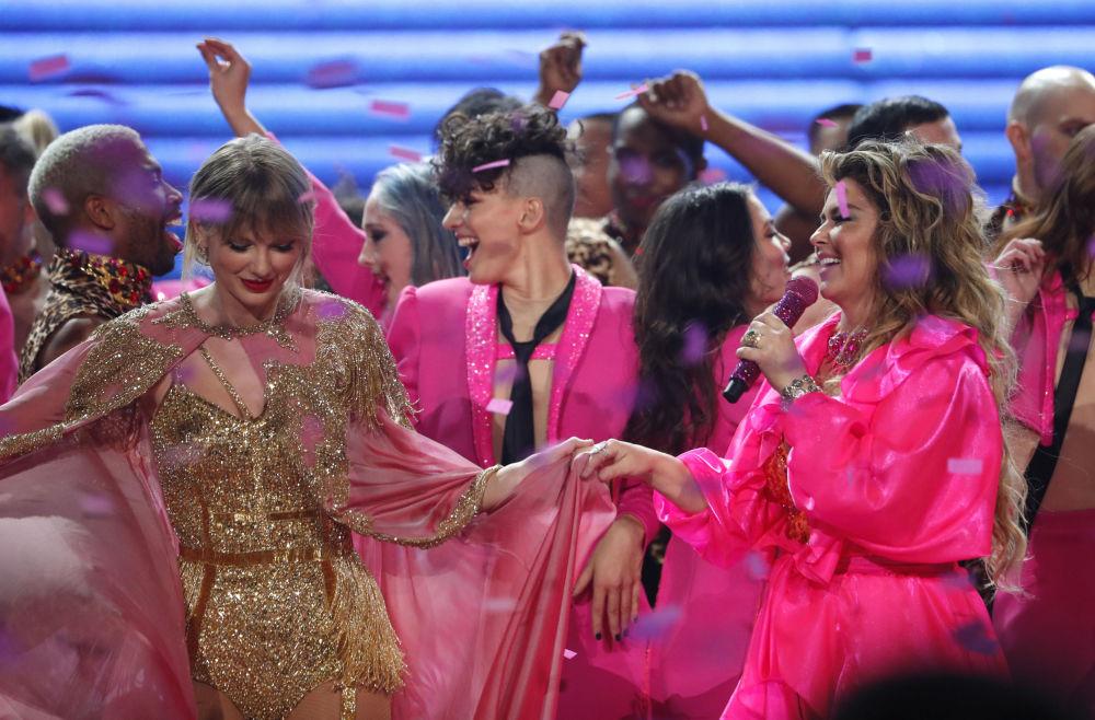 Taylor Swift and Shania Twain agli American Music Awards 2019, il 24 novembre 2019, Los Angeles