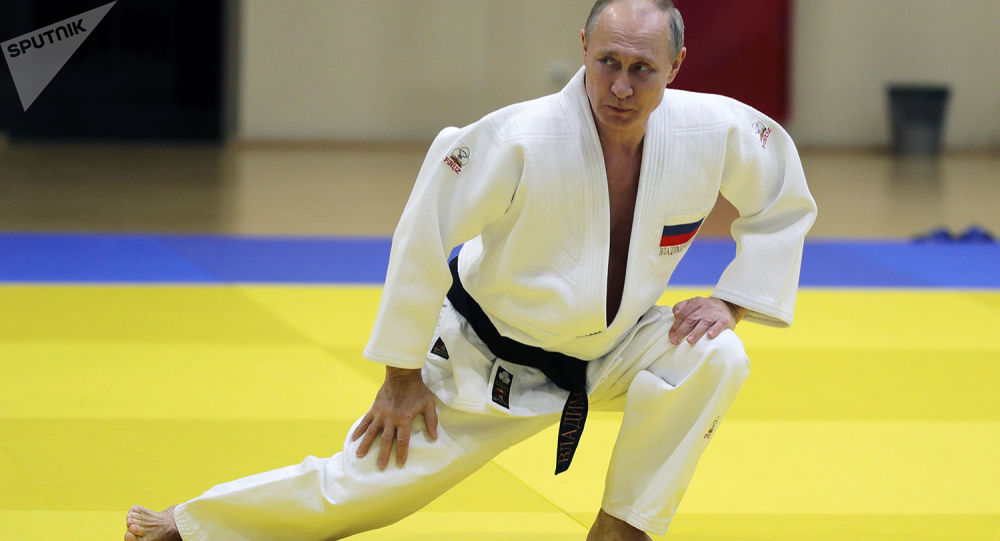 Vladimir Putin durante allenamento (foto d'archivio)