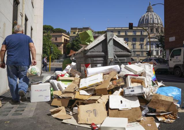 Immondizia a Roma (foto d'archivio)