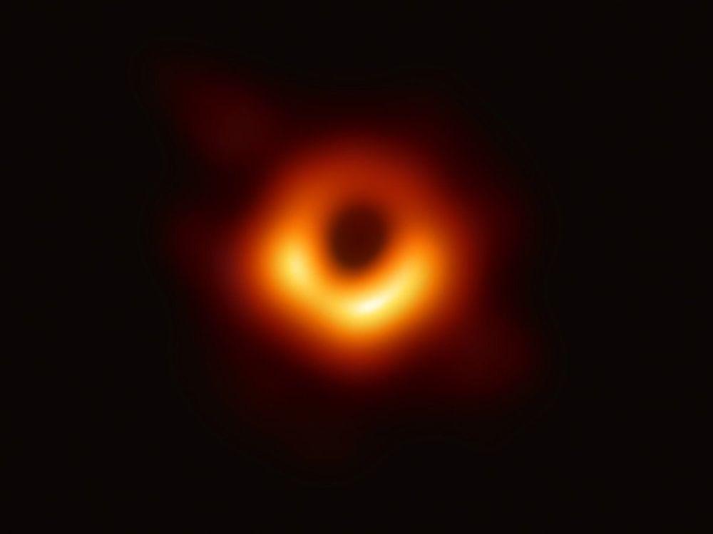 Utilizzando il telescopio orbitale Event Horizon, gli scienziati hanno ottenuto un'immagine del buco nero al centro della galassia M87