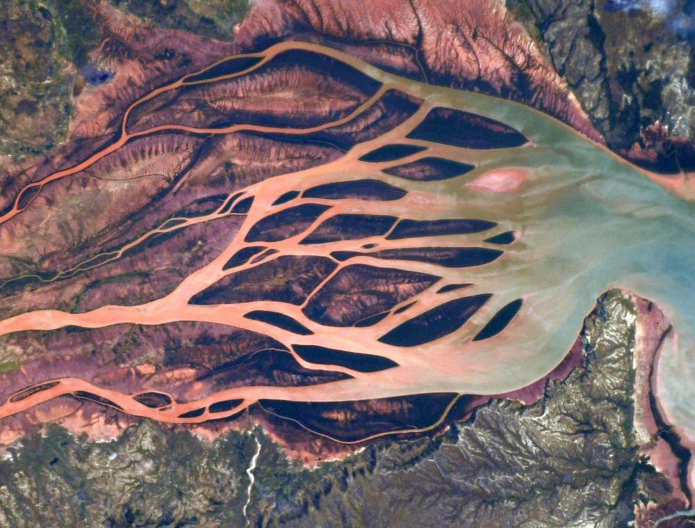 Una vista dallo spazio della foce di un fiume nel nord del Madagascar