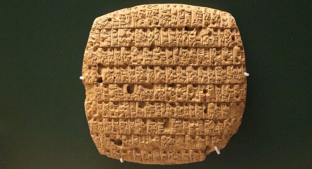 Tavoletta cuneiforme assira