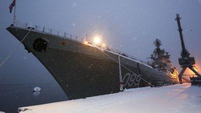 L'incrociatore lanciamissili pesante a propulsione nucleare Pyotr Velikiy nel porto di Severomorsk