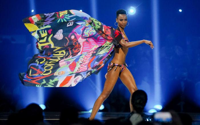 Zozibini Tunzi è una modella sudafricana, che ha vinto il titolo di Miss Universo 2019