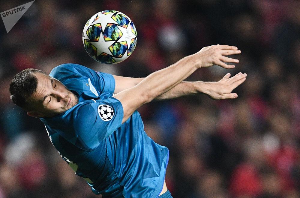 Artem Dzjuba, calciatore russo, attaccante dello Zenit durante partita di Champions League