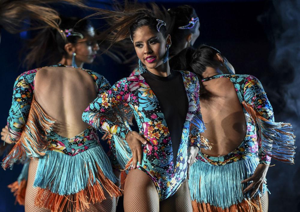 Le argentine si esibiscono alla World Latin Dance Cup a Medellin, in Colombia, l'11 dicembre 2019