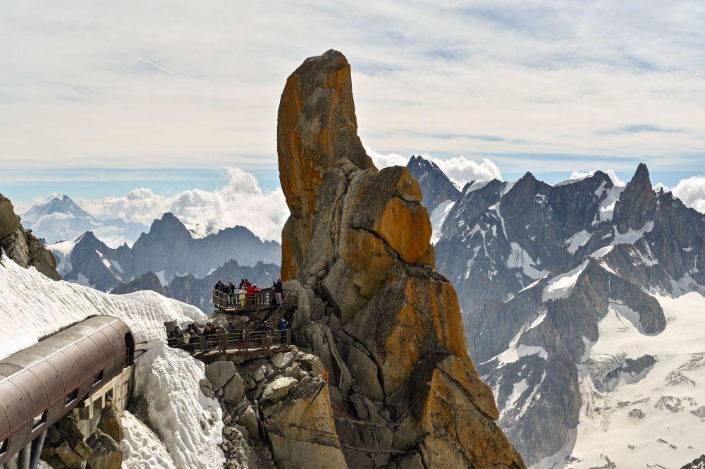 Vista dall'Aiguille du Midi che si trova nella parte settentrionale del massiccio del Monte Bianco