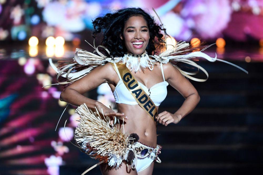 Miss Guadalupa Clemence Botino durante il concorso di bellezza Miss Francia 2020 a Marsiglia, il 14 dicembre 2019