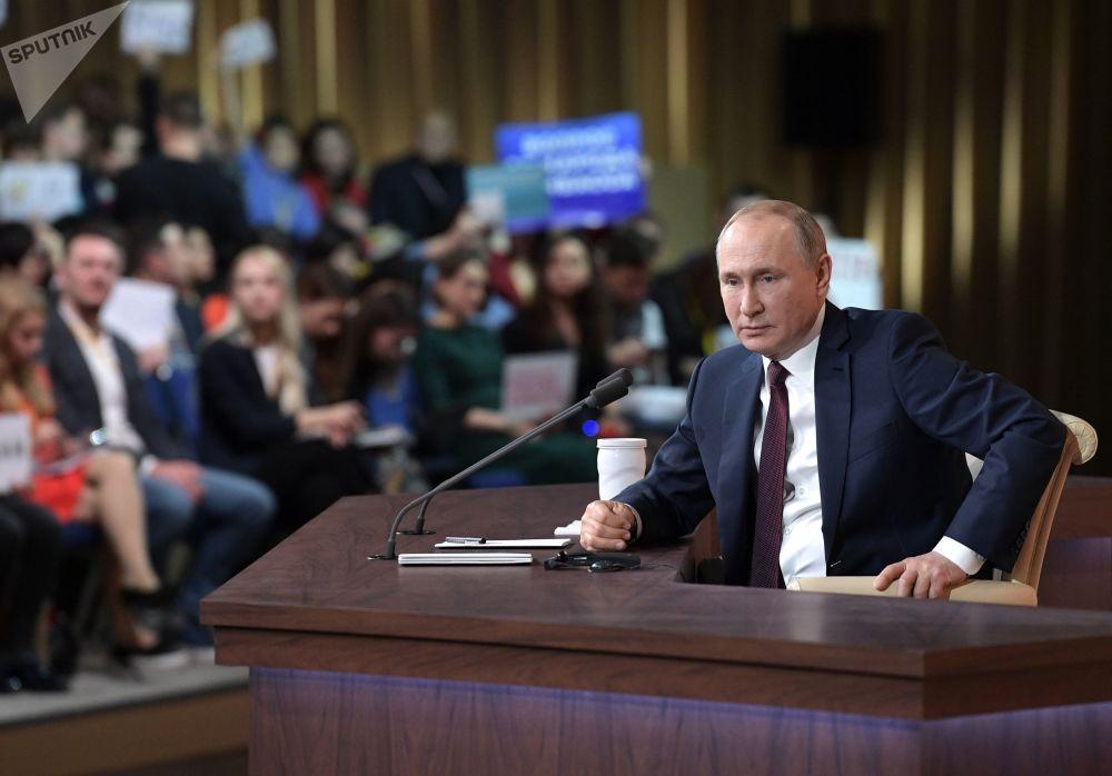 ll presidente russo Vladimir Putin durante la quindicesima edizione della grande conferenza stampa di fine anno, il 19 dicembre 2019