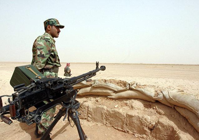 Soldato siriano al confine con l'Iraq (foto d'archivio)