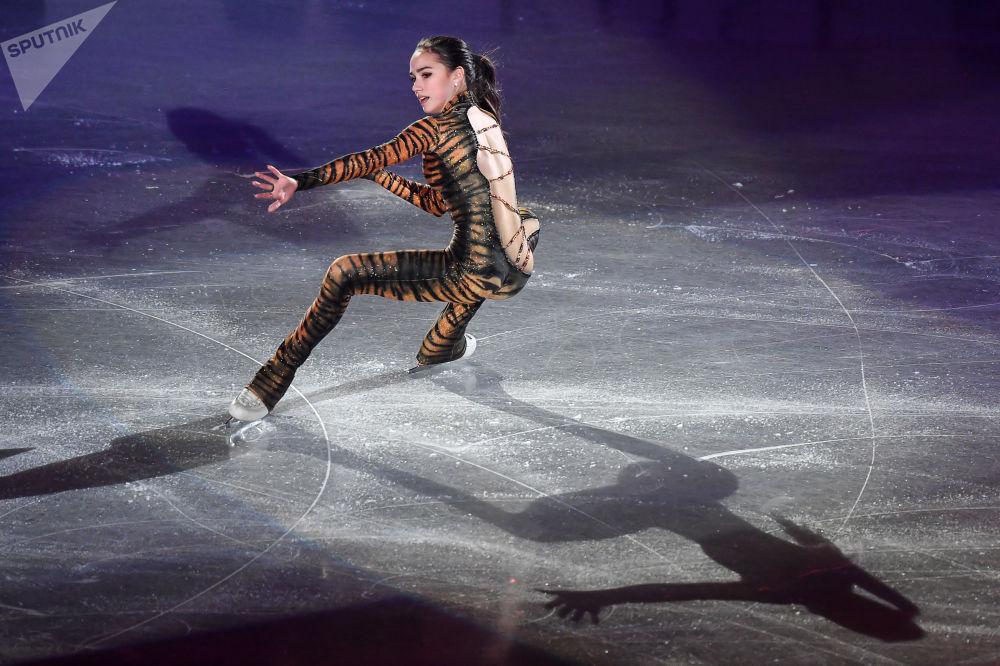 Alina Zagitova si esibisce dopo la finale del Grand Prix Nagoya