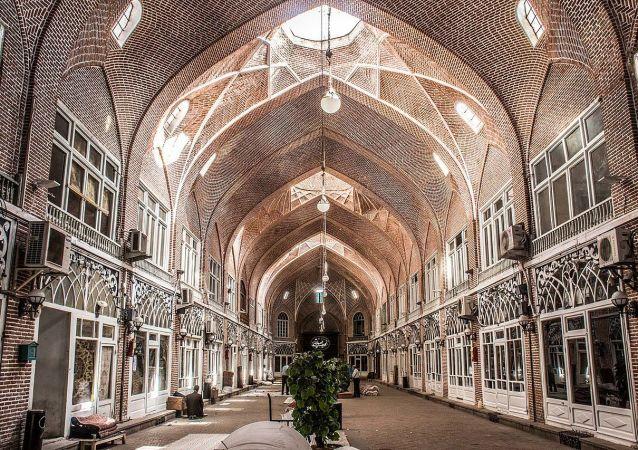 Il mercato coperto antico a Tabriz sin dai tempi più antichi si trovava sulla Via della seta.