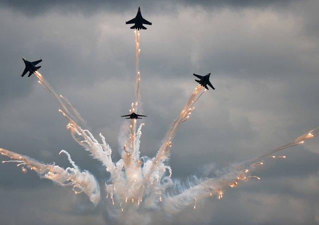 La performance di  Sukhoi 27 per Aviadarts-2015