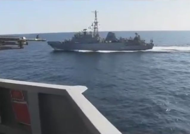 La nave russa a destra della USS Farragut