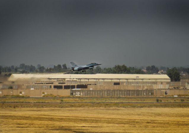 F-16 iracheno sulla base al-Balad