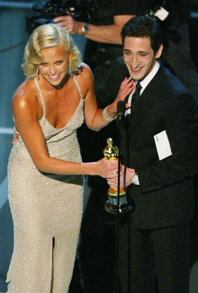 La prima attrice nata in Africa a vincere l'Oscar è stata Charlize Theron per la recitazione nel film Monster.