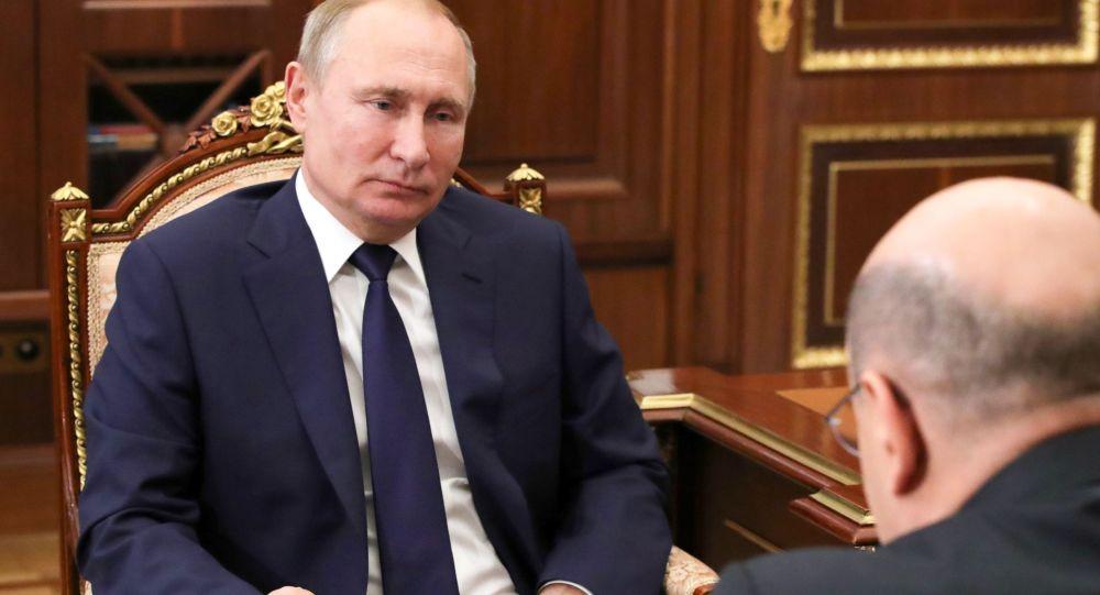Vladimir Putin e Mikhail Mishustin