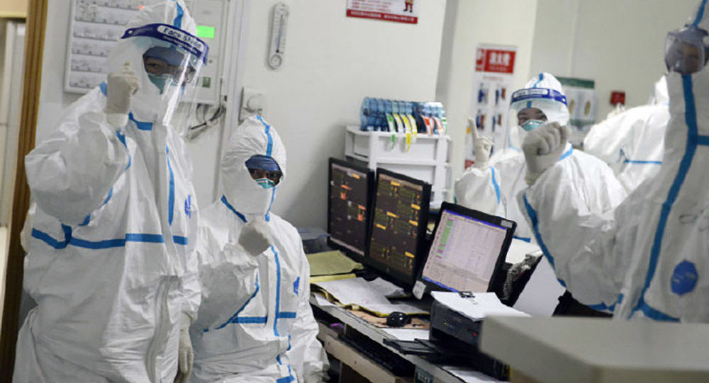 I medici dell'ospedale a Wuhan, Cina