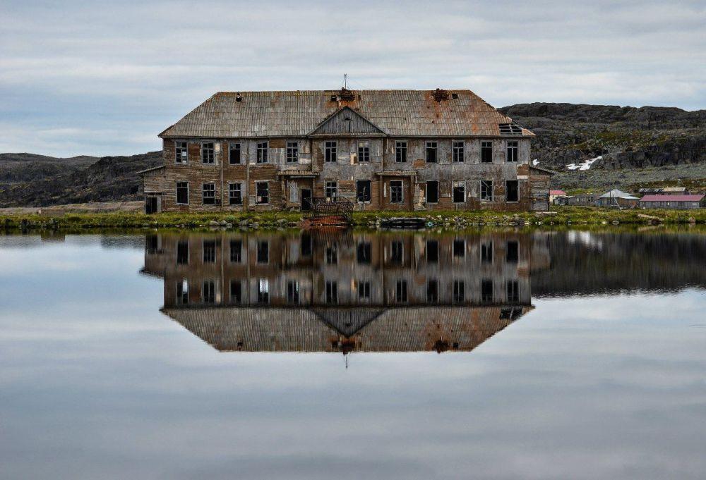 Il villaggio di Dalnie Zelentsy semi-abbandonato nella regione di Murmansk, Russia
