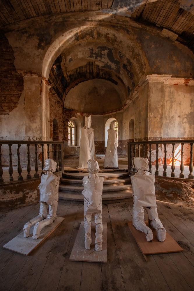 Una chiesa abbandonata in Lettonia