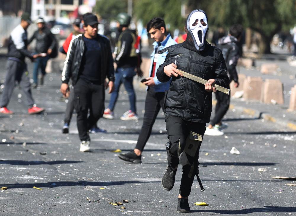 Una manifestazione anti-governativa in piazza Al-Khillani nel centro della capitale irachena Baghdad.