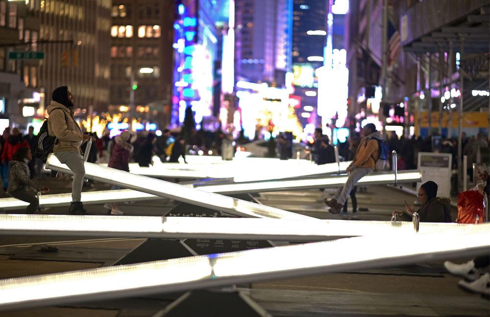 Le altalene illuminate a Broadway, New York.