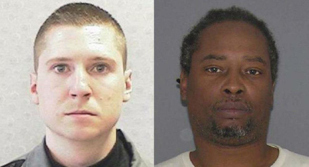 Il poliziotto Ray Tensing, a sinistra, è stato accusato di omicidio di Sam DuBose.