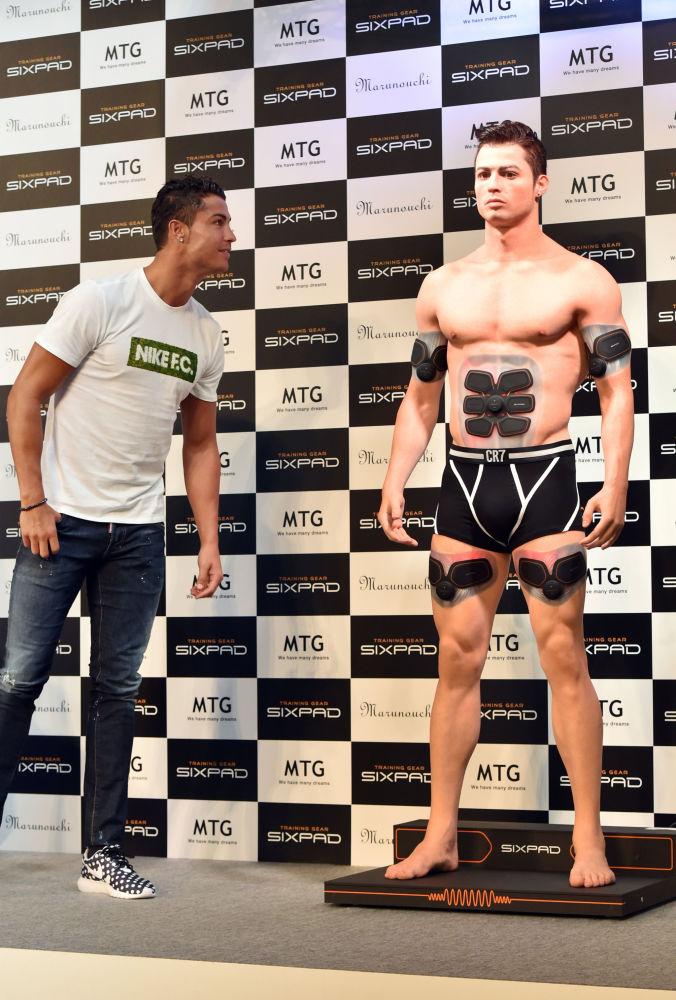Cristiano Ronaldo e il suo modello 3D in Giappone, 2015
