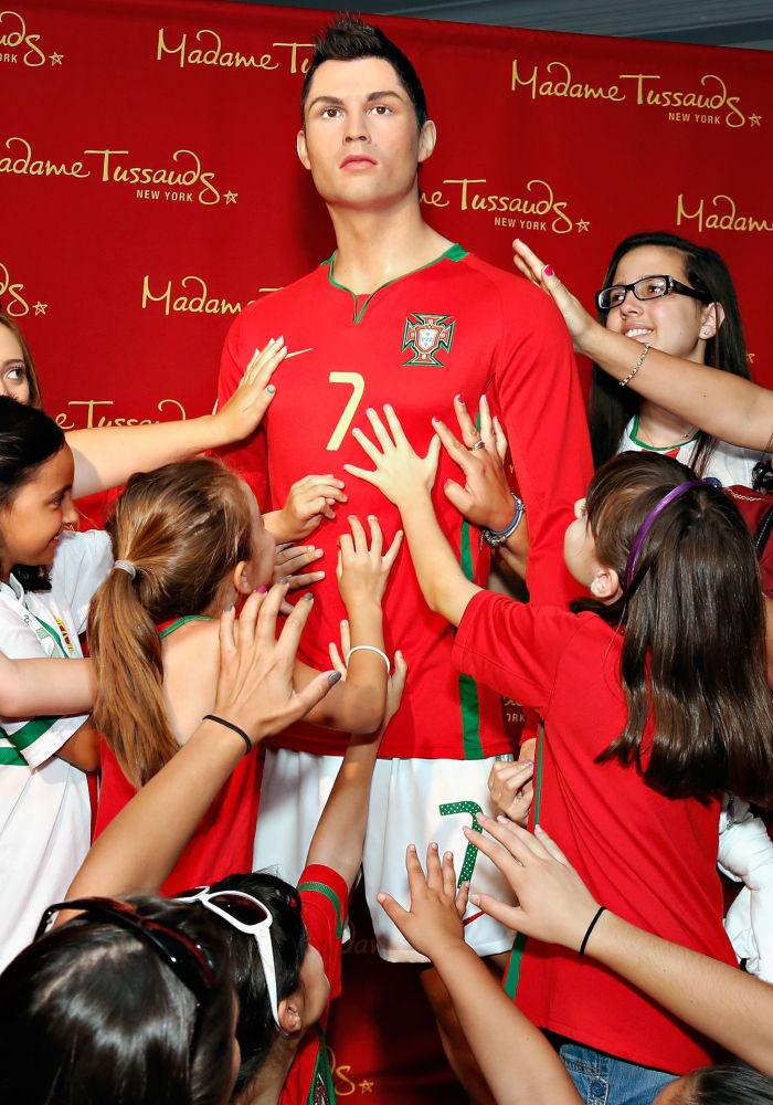 Figura di cera del calciatore di Cristiano Ronaldo nel Museo di Signora Tussauds