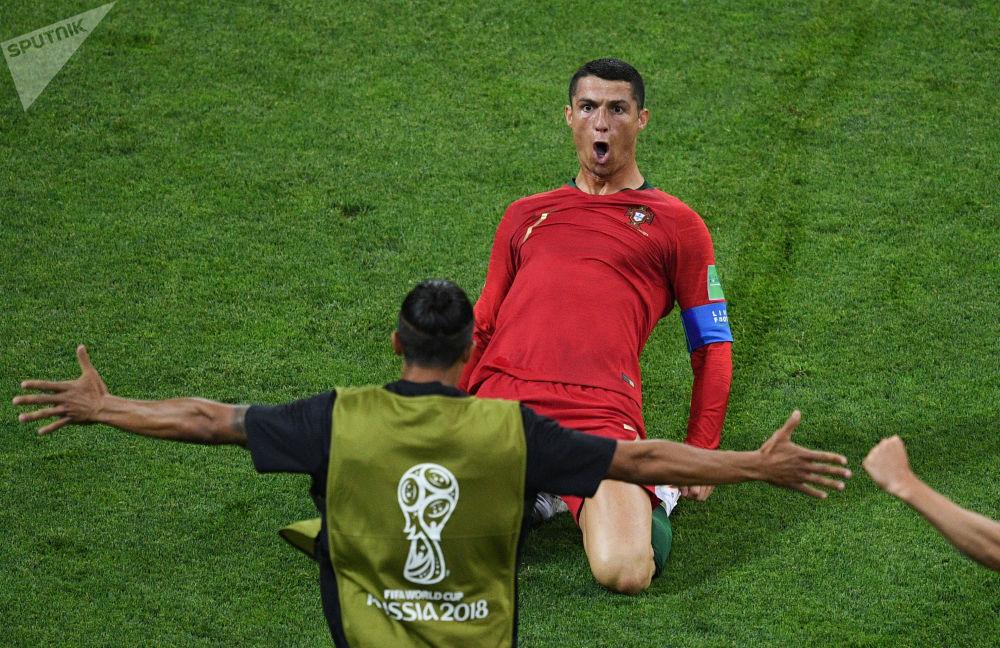 Ronaldo ha un'eccellente tecnica di dribbling, che gli permette di battere spesso diversi avversari. Allo stesso tempo, Cristiano è molto veloce e resistente.