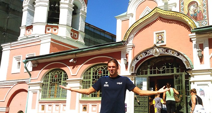 Da Kazan, dove è diventato campione del mondo...a Kazan: Gregorio Paltrinieri posa davanti alla cattedrale della Madonna Nera di Kazan a Mosca