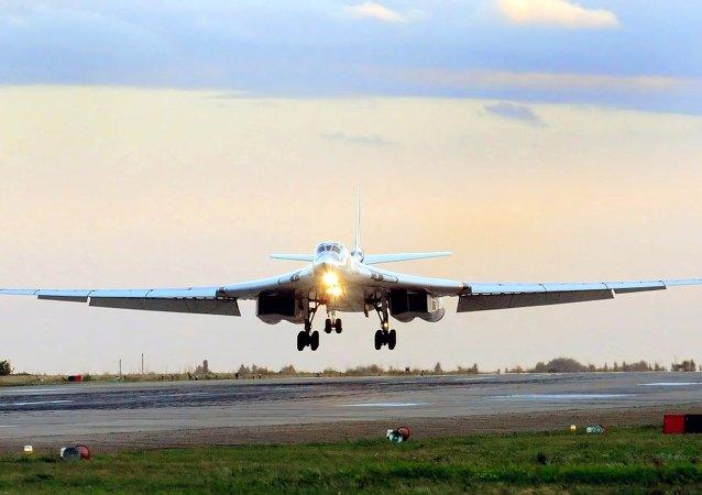Bombardiere strategico supersonico modernizzato Tu-160 Blackjack