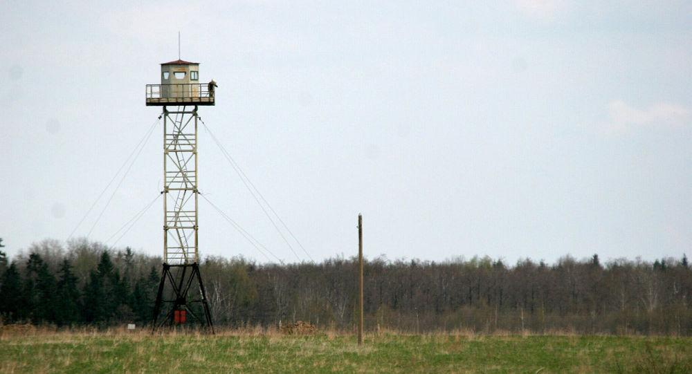 Confine tra Russia e Lettonia (foto d'archivio)